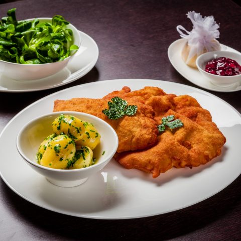 Schnitzel in Wien Sans Souci Restaurant Veranda -c-Stefan Gergely