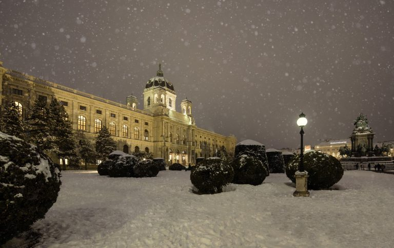winter Mariatheresienplatz Sans Souci Wien