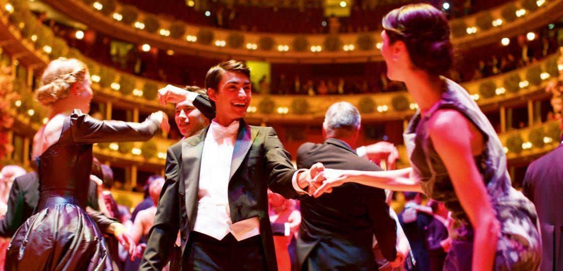 Sans Souci Wien Ballsaison-c-WienTourismus Peter Rigaud Couture Vivienne Westwood Vienna Wiener Opernball