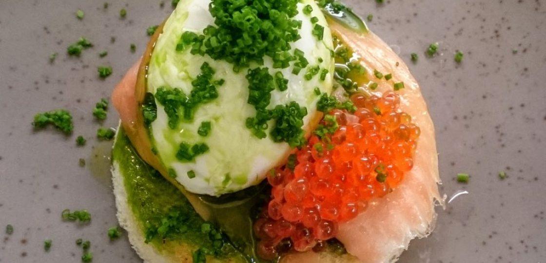 Hotel Sans Souci Frühstück-Weiches Ei mit Räucherlachs und Rogen
