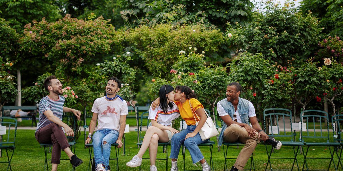 © WienTourismus Paul Bauer Bildtext Schwule und lesbische Freunde im Volksgarten 50567