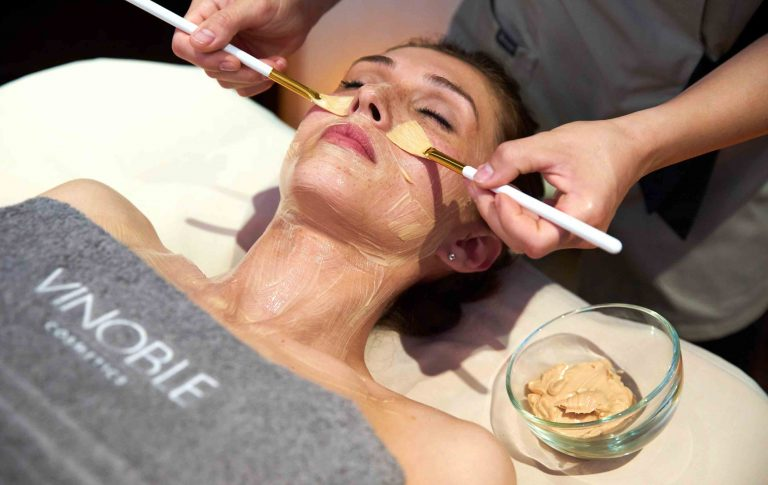 Gesichtsmaske @vinoble.cosmetics_Gesichtsbehandlung Spa Sommer in Wien