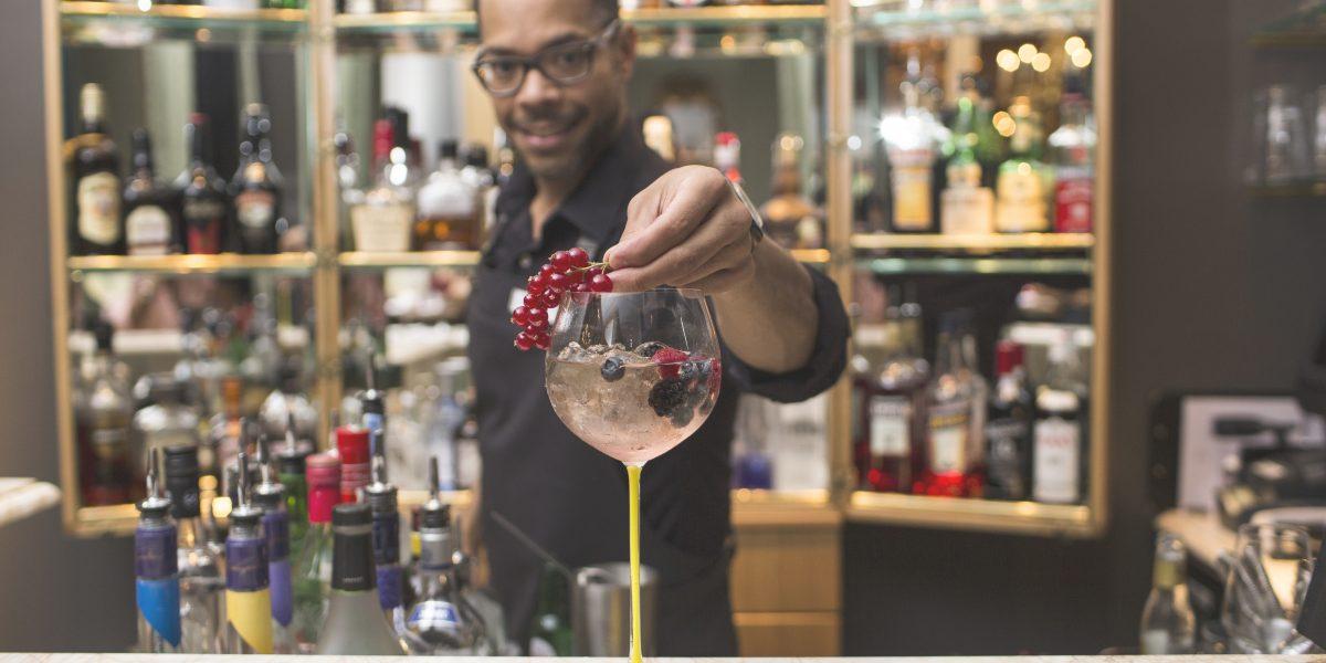 Le Bar Sans Souci Wien Cocktail Barkeeper (C)_Constant Evolution